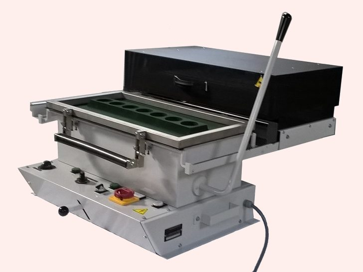 Thermoformeuse 600 x 300 – SCIENTAX pour la plasturgie // Thermoforming machine 600 x 300 - SCIENTAX for plastics industry