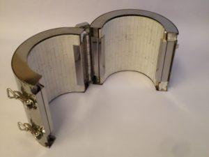 Collier chauffant céramique blindé avec carter calorifugé et boitier de connexions – SCIENTAX // Shielded ceramic heating band with insulated housing and junction box - SCIENTAX