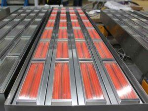 Panneau rayonnant équipé d'éléments chauffants infrarouges en quartz.