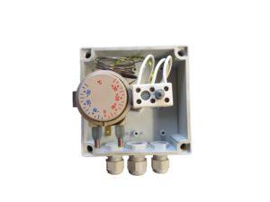 Boitier de connexions d'un thermoplongeur bord de cuve, fond de bac.
