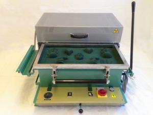 Thermoformeuse 600 x 300 - SCIENTAX // Thermoforming machine 600 x 300 - SCIENTAX